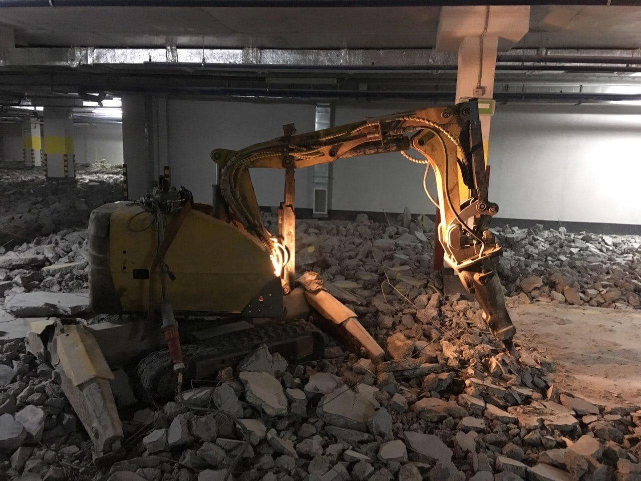 Демонтажный робот в Нижнем Новгороде. Выполняются работы на подземной парковке.