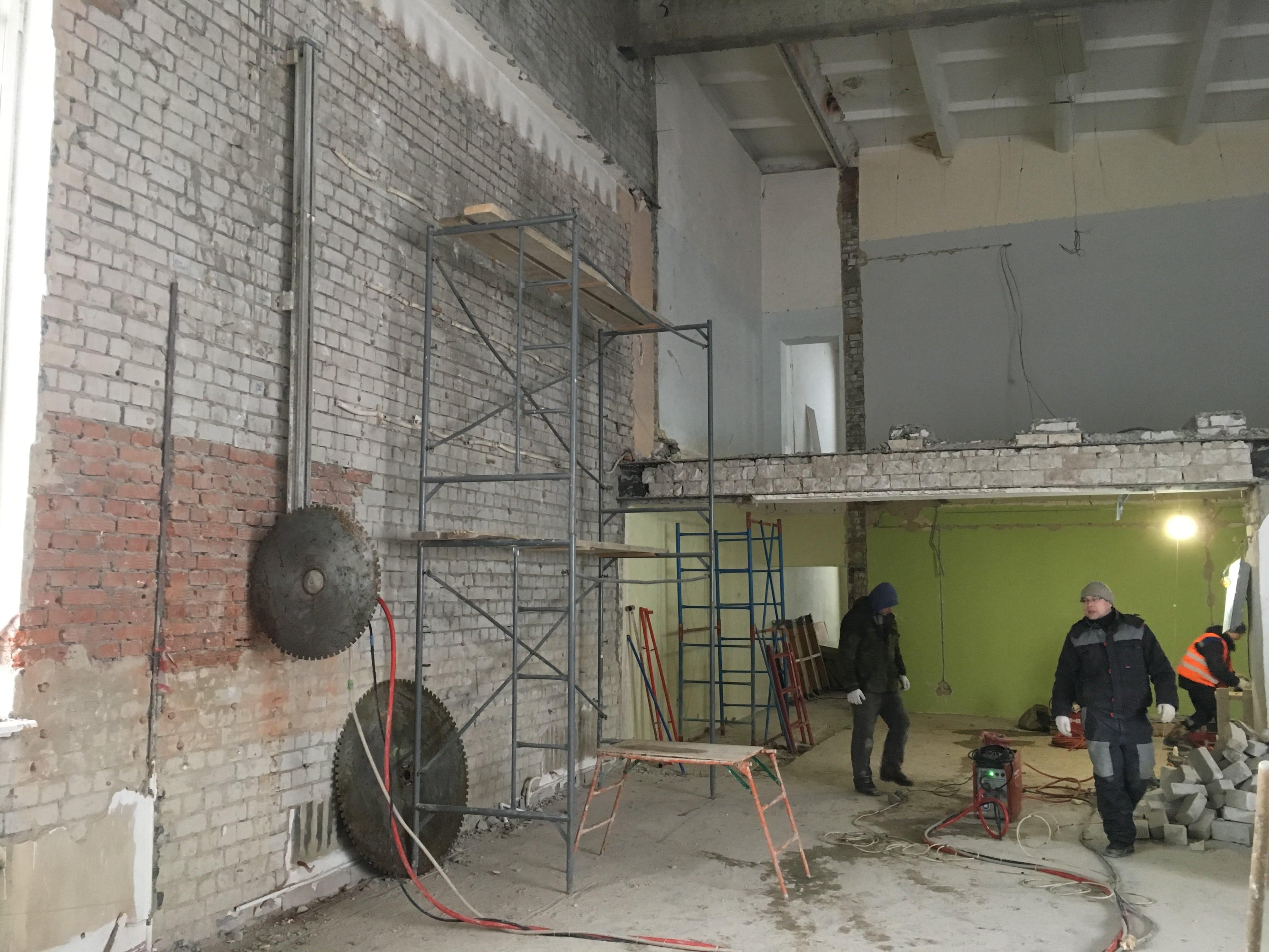 Будущие окна в спортзале в Йошкар-Оле. Алмазная резка, фото