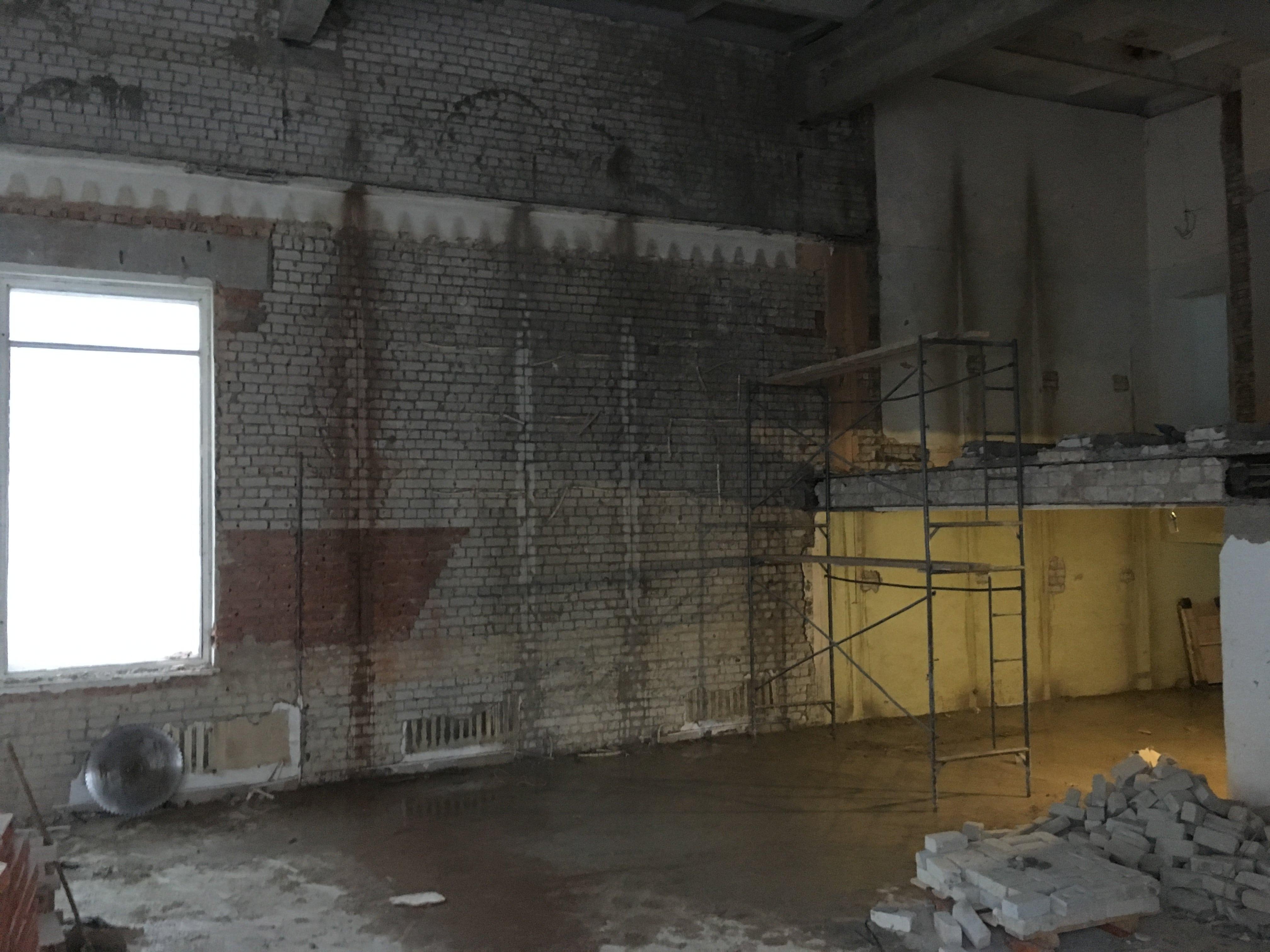 Будущие окна в спортзале в Йошкар-Оле. Алмазная резка