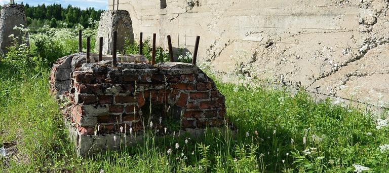 Перед началом работ по демонтажу старого фундамента.